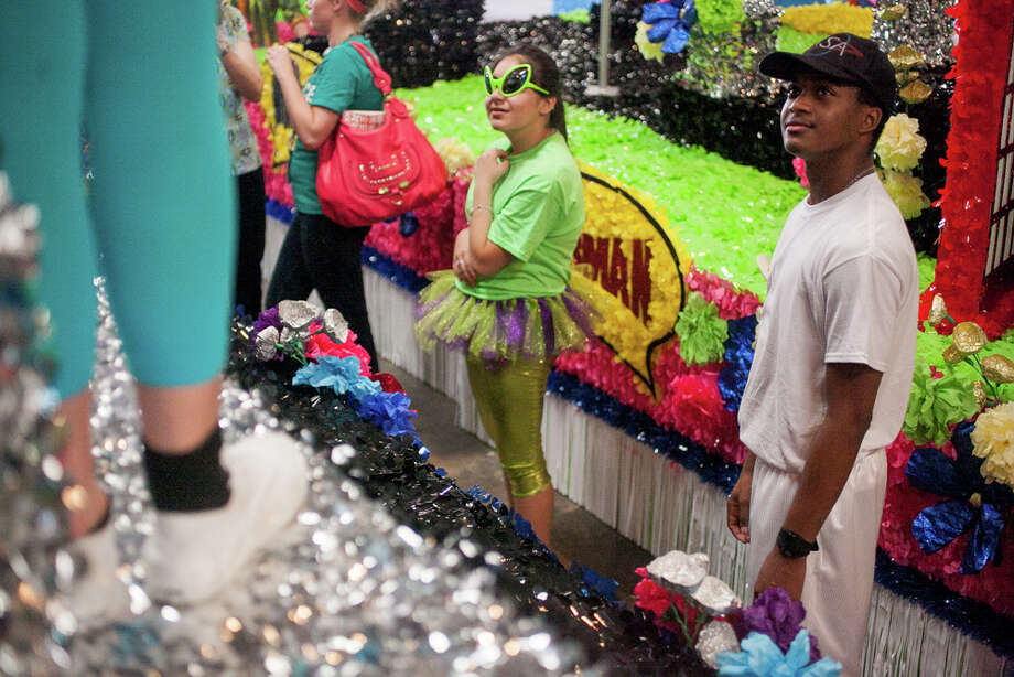 Judson High School senior Sean Chieves (right), 17, watches the rest of his classmates dance on their float during Thursday's dress rehearsal. Photo: Julysa Sosa / Julysa Sosa For the San Antonio Express-News