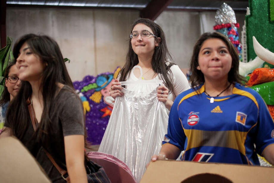 Marshall High School junior Beatriz Castillo, 16, reacts after seeing her school's float for the first time during Thursday's dress rehearsal. Photo: Julysa Sosa / Julysa Sosa For the San Antonio Express-News