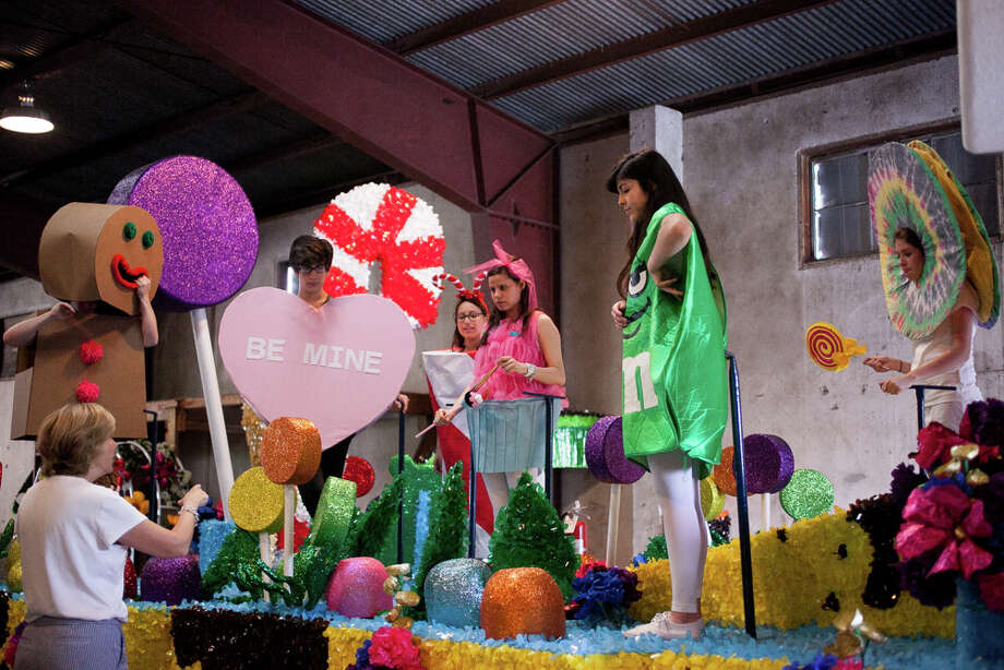 Students from Marshall High School practice their dance aboard their float during Thursday's dress rehearsal. Photo: Julysa Sosa, For The San Antonio Express-News / Julysa Sosa For the San Antonio Express-News