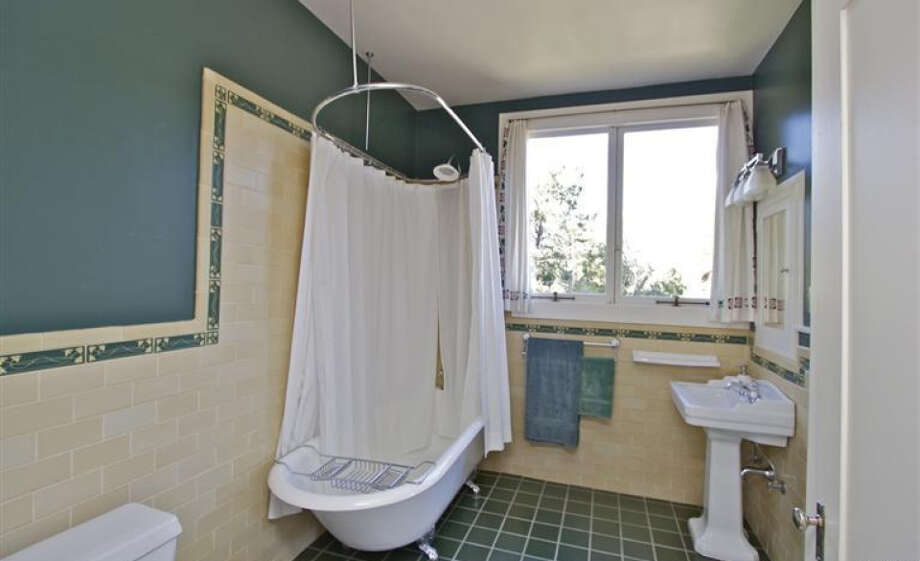 Another bath. Pics: Peter Pickrel of Coldwell Banker/MLS