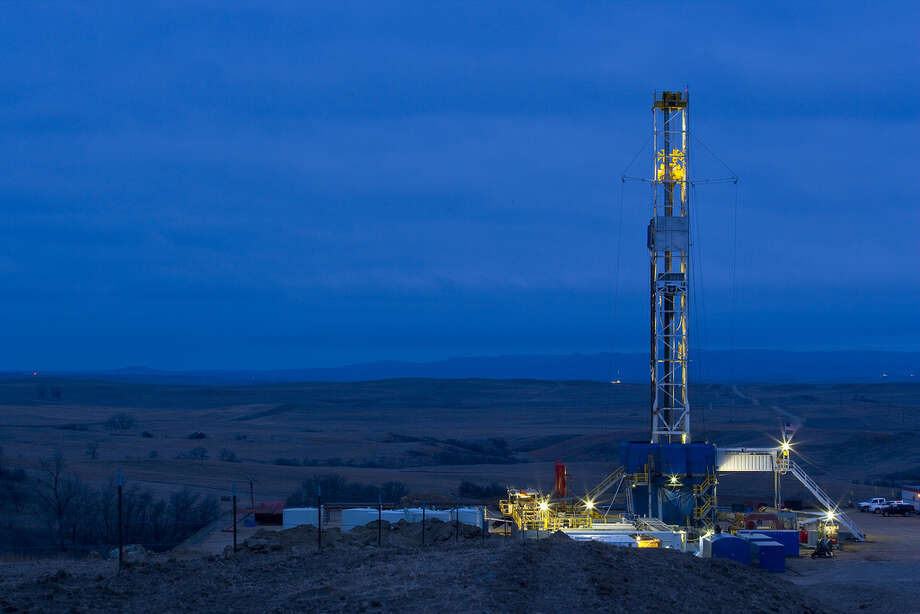 A Marathon Oil drilling rig works in the Bakken Shale of North Dakota. Photo: Marathon Oil / ©2008