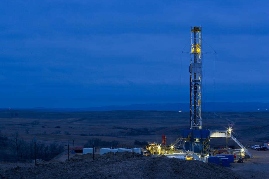A Marathon Oil drilling rig works in the Bakken Shale of North Dakota. Photo: Marathon Oil / ©2008