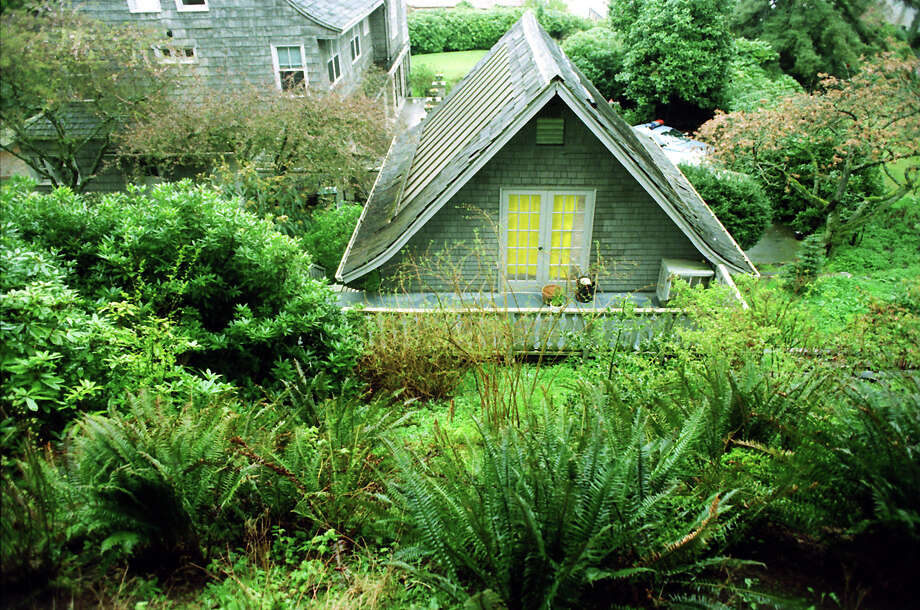 This picture of Kurt Cobain's home was taken April 8, 1994, the day he was found dead there. Photo: Mike Urban/Copyright MOHAI, Seattle Post-Intelligencer Collection, 2000.107_19940408_0074.