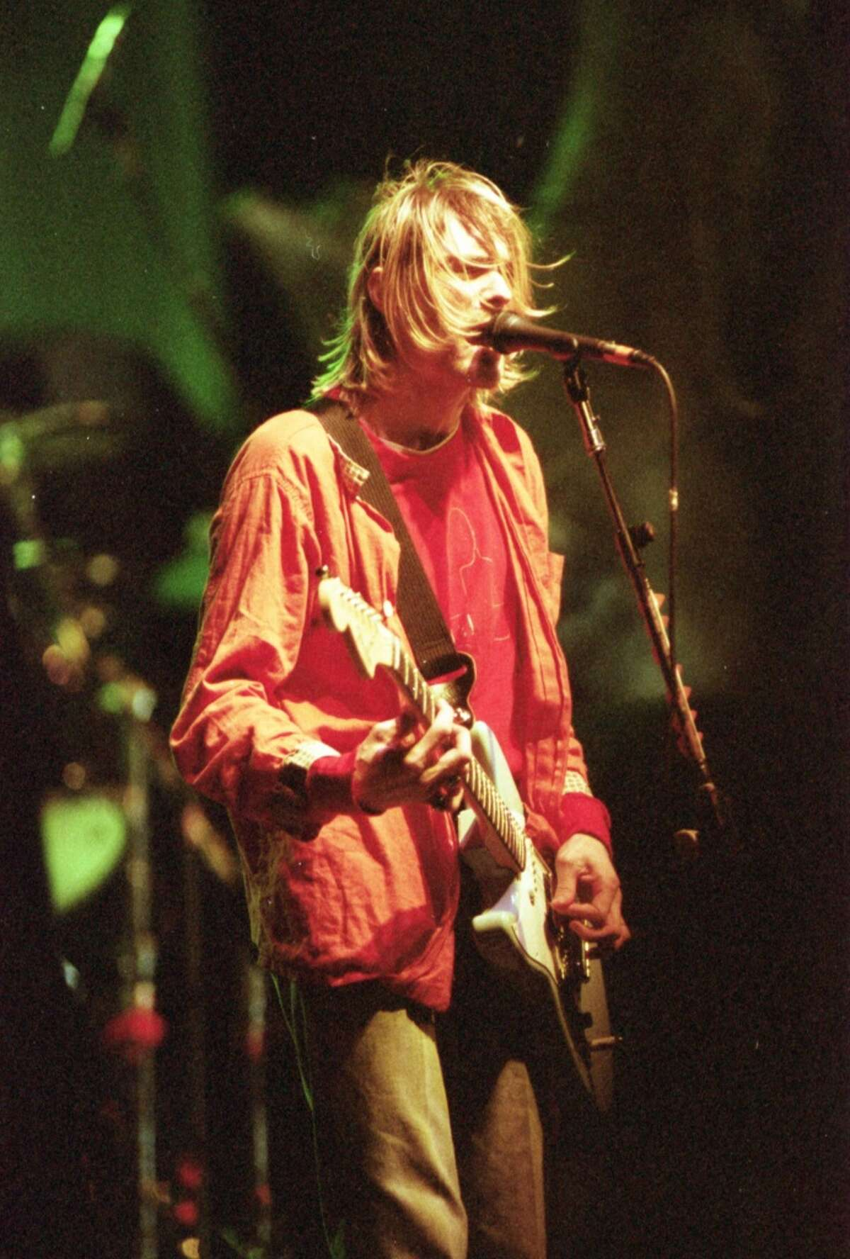 12/06/1993 - Kurt Cobain and Nirvana cruised through an 80-minute show Monday at AstroArena.