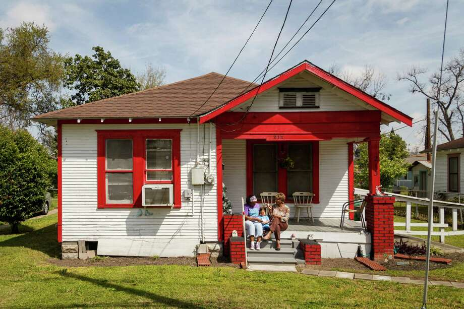 Yolanda Montgomery's home in Independence Heights. The house, on 31 1/2 Street, is part of a continuous block of 1930s-era homes. (For more photos, scroll through the gallery.) Photo: Michael Paulsen, Staff / © 2014 Houston Chronicle