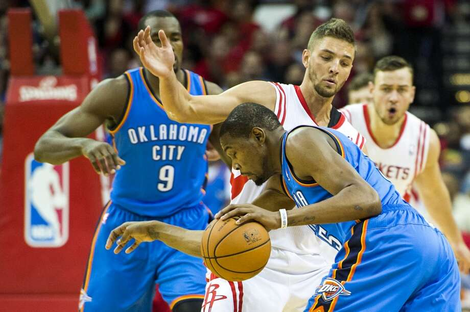 Rockets forward Chandler Parsons defends against Thunder forward Kevin Durant. Photo: Smiley N. Pool, Houston Chronicle