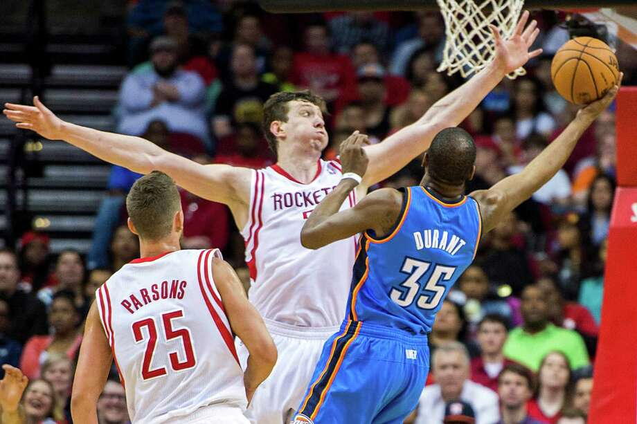 Omer Asik, center, and the Rockets did a good job of making life difficult for Thunder star Kevin Durant. Photo: Smiley N. Pool, Staff / © 2014  Houston Chronicle