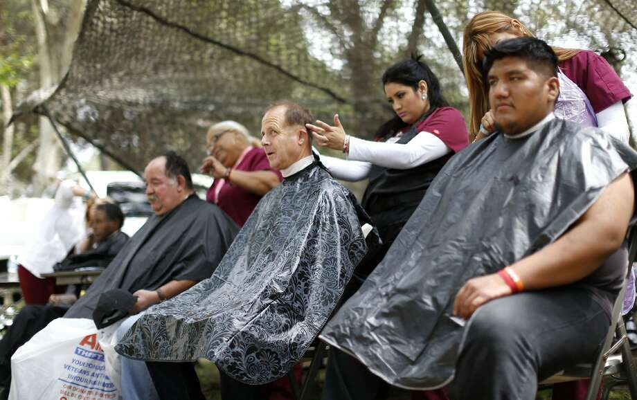 "People receive haircuts during the third annual Homeless Veterans Stand Down ""Heroes in the Shadows"" event in El Monte, California April 4, 2014. The three-day event helps with homelessness by providing services and resources. REUTERS/Mario Anzuoni  (UNITED STATES - Tags: SOCIETY POVERTY MILITARY) Photo: Mario Anzuoni, Reuters"