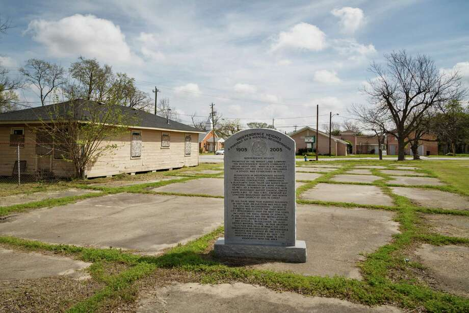 A commemorative plaque telling the story of the Independence Heights area, Friday, March 21, 2014, in Houston. Photo: Michael Paulsen, Houston Chronicle / © 2014 Houston Chronicle