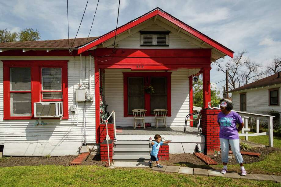 Yolanda Montgomery, right, watches her grandson August, 1, play in front of her home on 31 1/2 Street. Photo: Michael Paulsen, Houston Chronicle / © 2014 Houston Chronicle