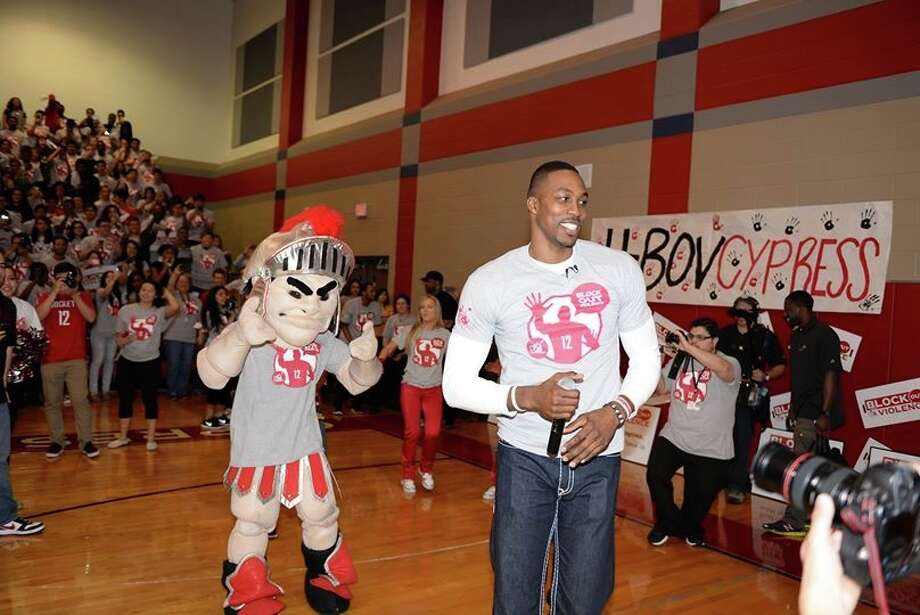 Dwight Howard leads a pep rally at Cypress Lakes on March 28. The high school won the party by participating in Howard's Block Out Violence campaign. Photo: NA / ONLINE_YES