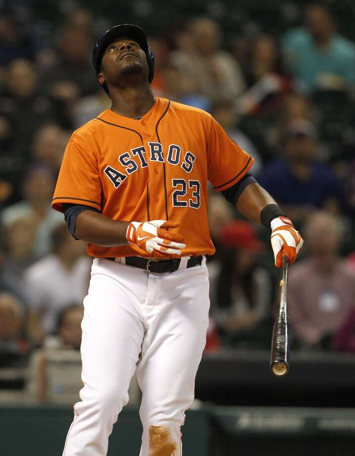 Astros first baseman Chris Carter watches his pop foul. Photo: Karen Warren, Houston Chronicle