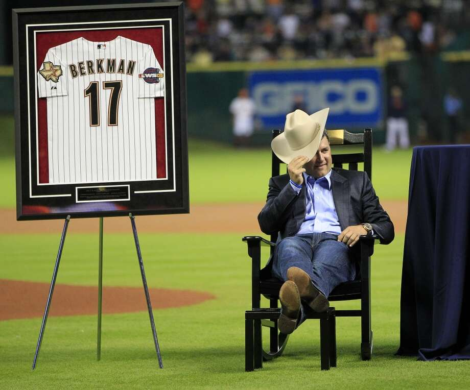 Lance Berkman relaxes with his cowboy hat in his rocking chair. Photo: Karen Warren, Houston Chronicle