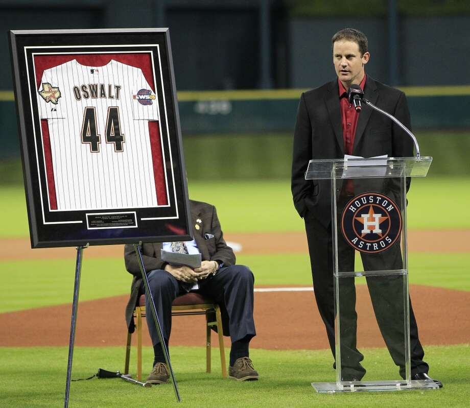 Roy Oswalt speaks during a pre-game ceremony to honor him and Lance Berkman who signed one-day contracts with the Astros. Photo: Karen Warren, Houston Chronicle
