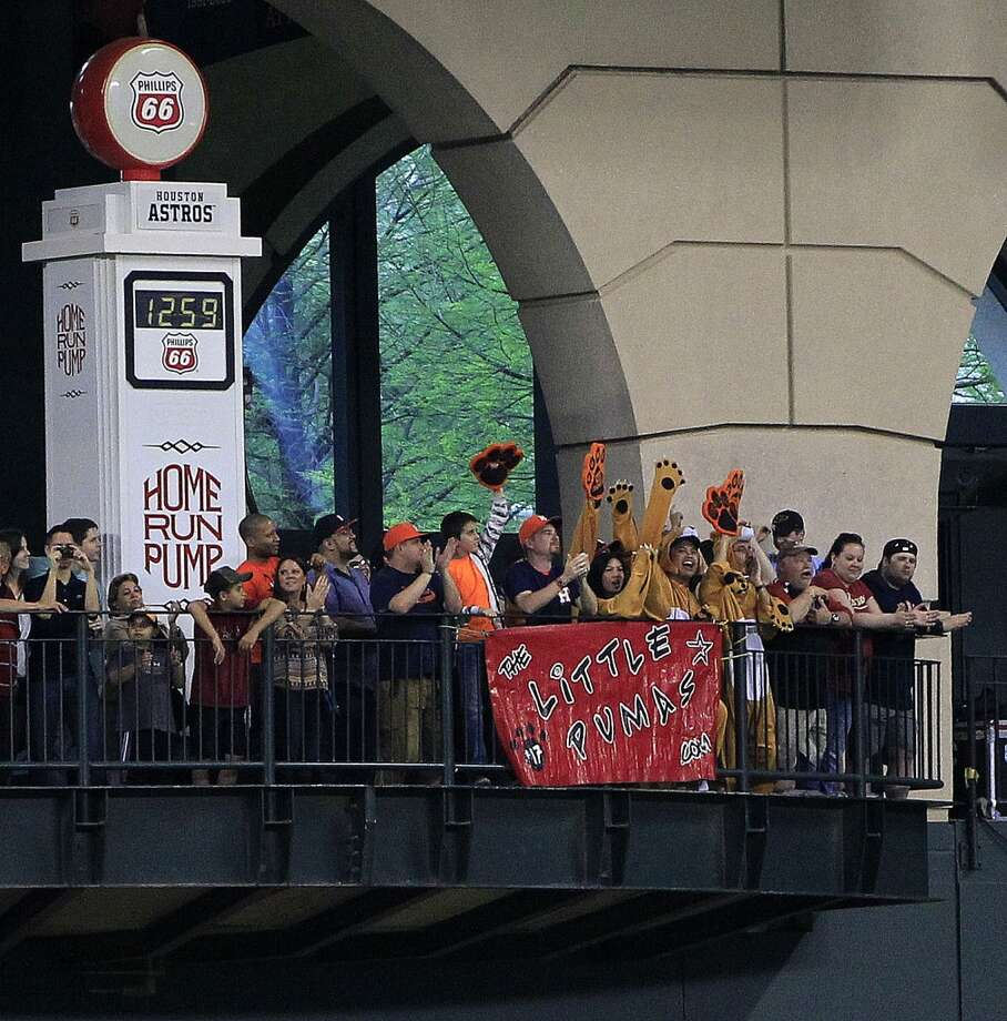 The Little Pumas cheer for Lance Berkman. Photo: Karen Warren, Houston Chronicle