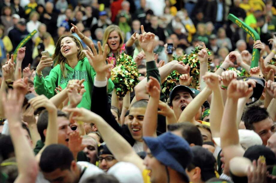 Siena fans celebrate their 81-68 win over Fresno State in the CBI final game on Saturday, April 5, 2014, at the Alumni Recreation Center in Loudenville, N.Y. (Cindy Schultz / Times Union) Photo: Cindy Schultz / 00026315B