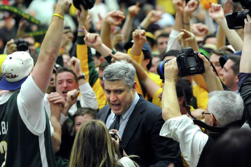 Siena's coach Jimmy Patsos, center, celebrates their 81-68 win with players and fans in the CBI fina