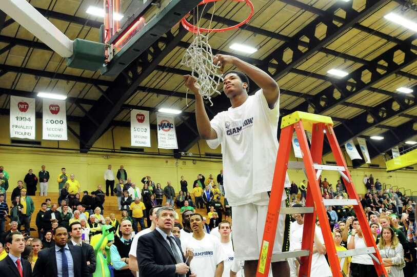 Siena's Lavon Long, center, cuts off a portion of the net as the team celebrates their 81-68 win ove