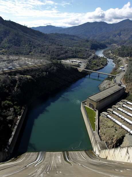 Raising the height of Shasta Dam 18.5 feet to increase the reservoir's capacity is among the proposals in a draft plan. Photo: Paul Chinn, The Chronicle
