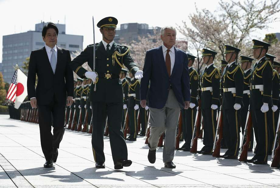 Accompanied by Japan's Defence Minister Itsunori Onodera (L), U.S. Secretary of Defense Chuck Hagel (R) reviews honor guards at the Japanese Ministry of Defence in Tokyo April 6, 2014.   REUTERS/Alex Wong/Pool (JAPAN - Tags: POLITICS MILITARY) Photo: Pool, Reuters