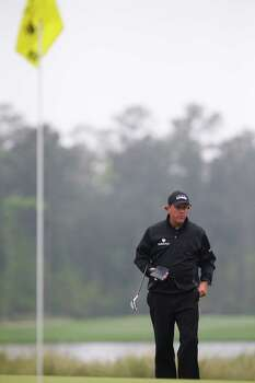 Phil Mickelson studies the green on the fifth hole during the championship round of the Shell Houston Open at the Golf Club of Houston, Sunday, April 6, 2014, in Humble. Photo: Marie D. De Jesus, Houston Chronicle / © 2014 Houston Chronicle