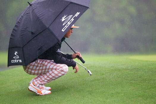 Rickie Fowler studies the green on the eighth hole under the rain during the championship round of the Shell Houston Open at the Golf Club of Houston, Sunday, April 6, 2014, in Humble. Photo: Marie D. De Jesus, Houston Chronicle / © 2014 Houston Chronicle