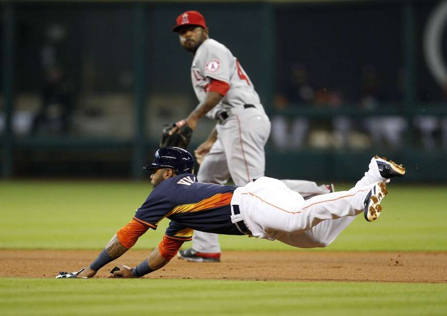 Astros shortstop Jonathan Villar dives while stealing a base. Photo: Karen Warren, Houston Chronicle