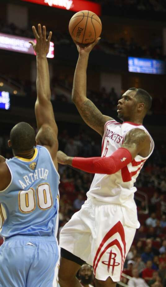 Terrence Jones shoots past Darrell Arthur. Photo: Melissa Phillip, Houston Chronicle