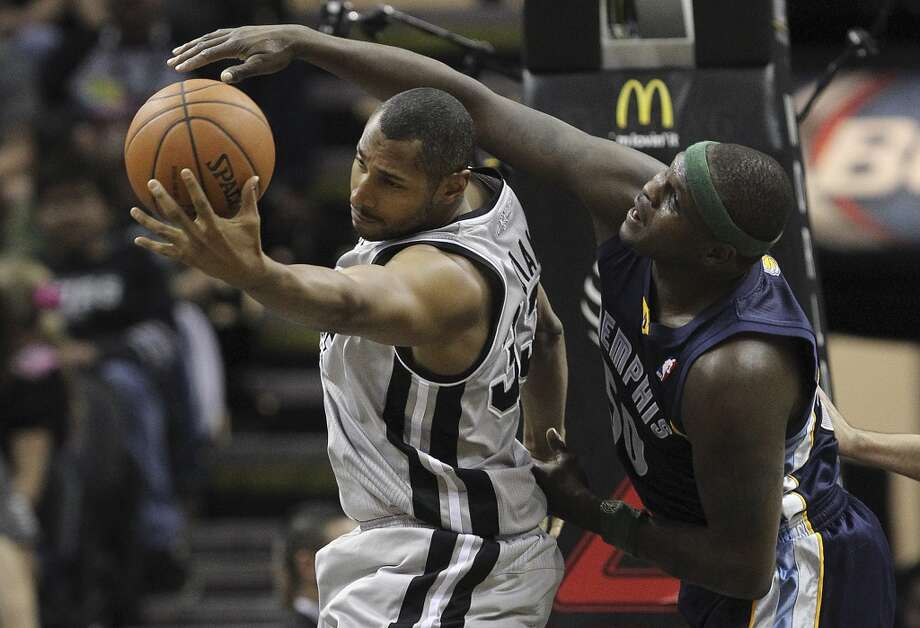 San Antonio Spurs' Boris Diaw gets the rebound against Memphis Grizzlies' Zach Randolph during the first half at the AT&T Center, Sunday, April 6, 2014. Photo: San Antonio Express-News