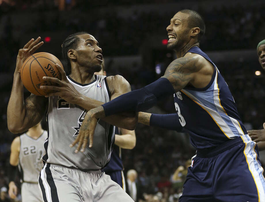 Kawhi Leonard (left), working against Memphis' James Johnson, led the Spurs with 26 points while shooting a sizzling 12 of 13 from the field Sunday. Photo: Jerry Lara / San Antonio Express-News / ©2014 San Antonio Express-News