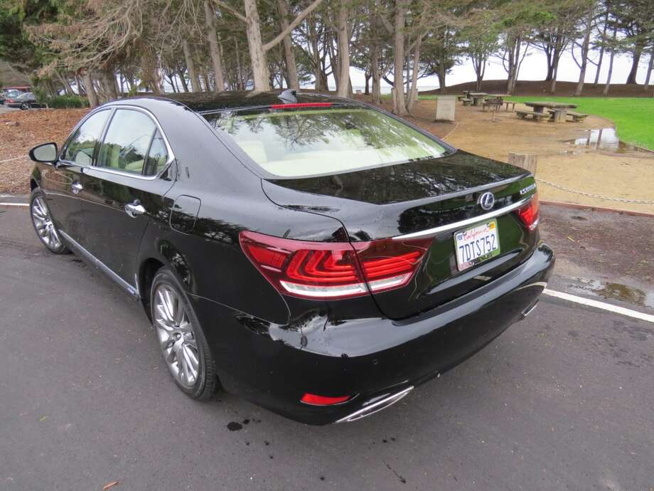 The 600hL is nearly identical to the long-wheelbase 460L, but the 600 has discreet blue accents in some of the badges, a Toyota note that this is a hybrid. (Toyota is the parent company of Lexus.)