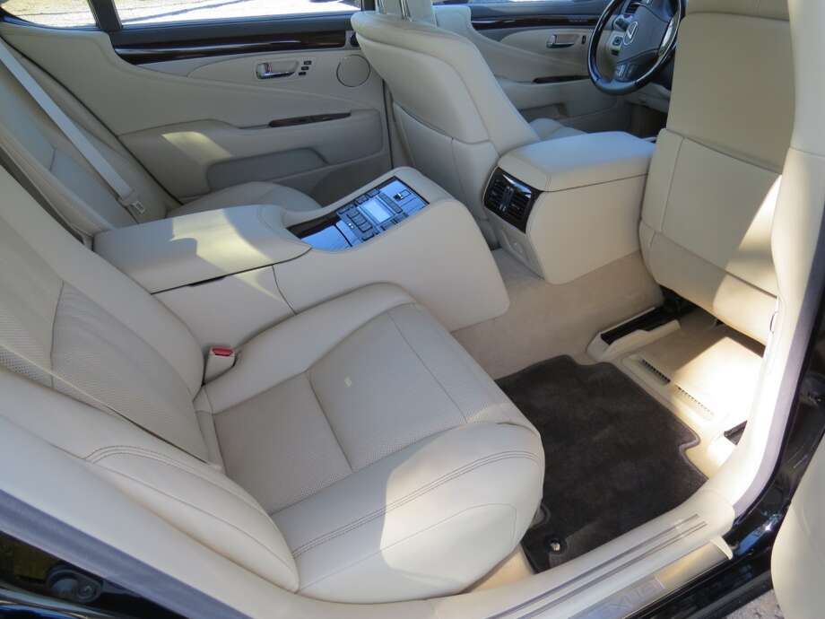 The right rear passenger seat in normal mode.