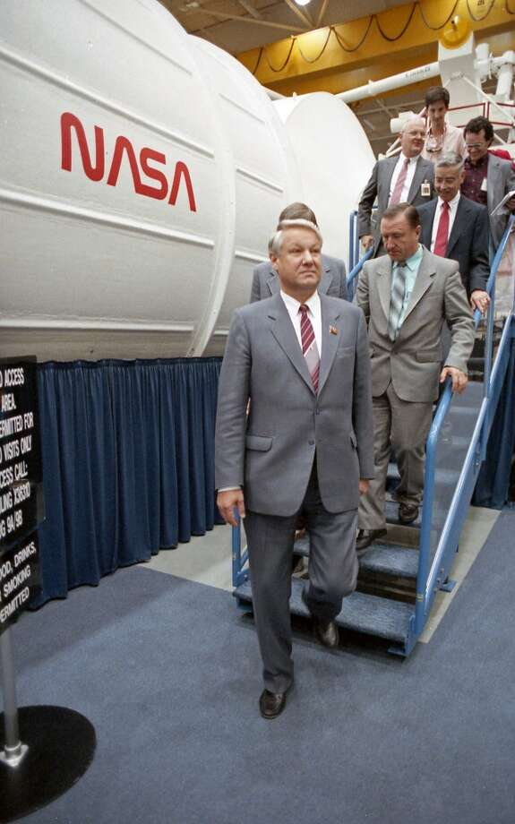 09/16/1989 - On a last-minute stopover in Houston, Boris Yeltsin and a handful of Soviet companions were treated to a private Johnson Space Center tour of mission control and a mock-up of the planned space station. Photo: © Houston Chronicle