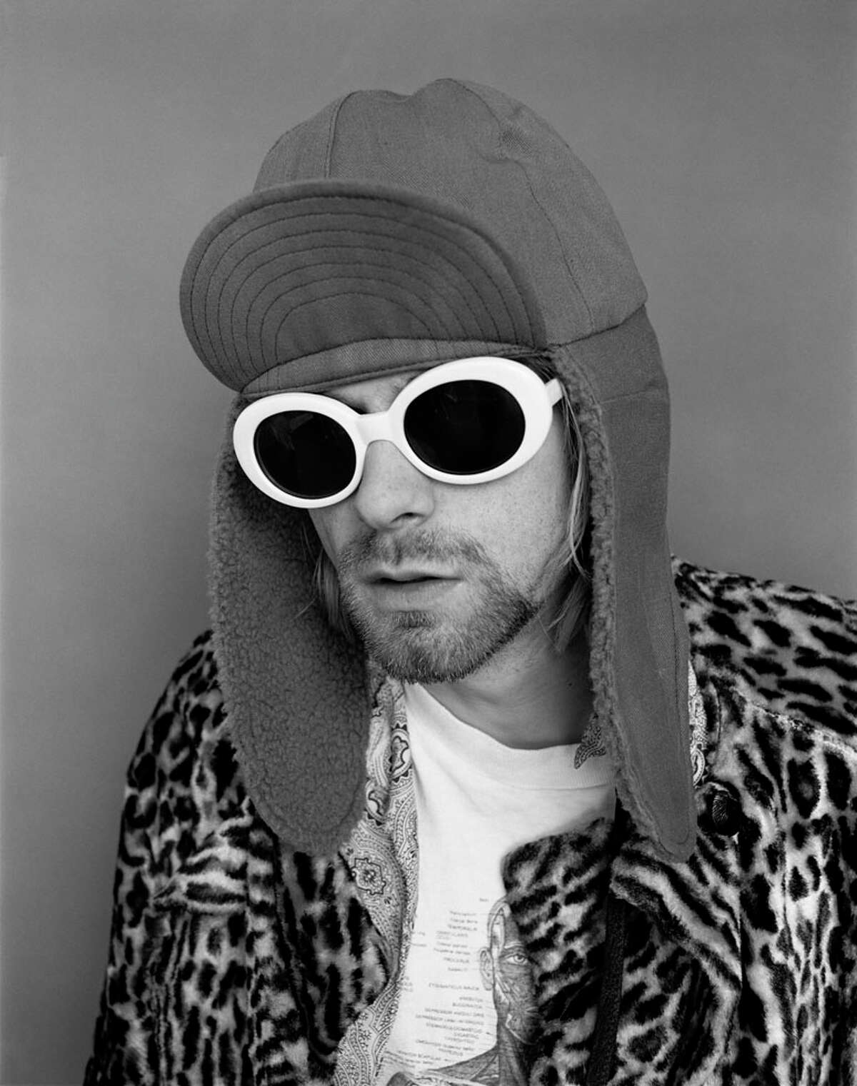 Kurt Cobain wore women's sunglasses during the shoot for photographer Jesse Frohman. Cobain was four hours late for the photo shoot.