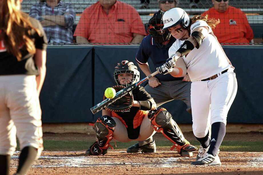 UTSA softball first baseman Megan Low (batting), 2014 Photo: Jeff Huehn, UTSA Athletics / ©2014 Jeff Huehn