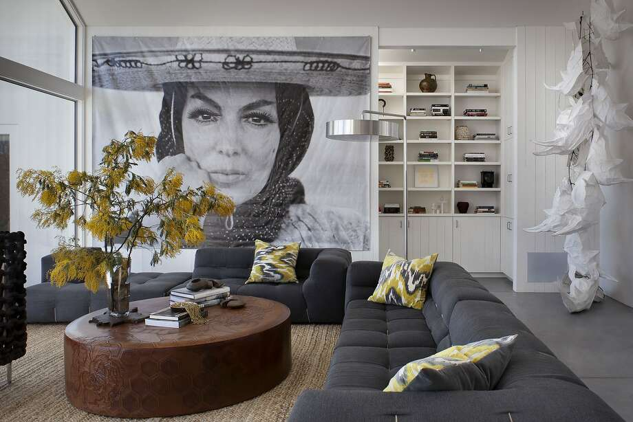 A print of Mexican movie star Maria Felix overlooks the great room decorated by Erin Martin Design. Large-scale furnishings were used to emphasize the space and view. Photo: David Wakely Photography