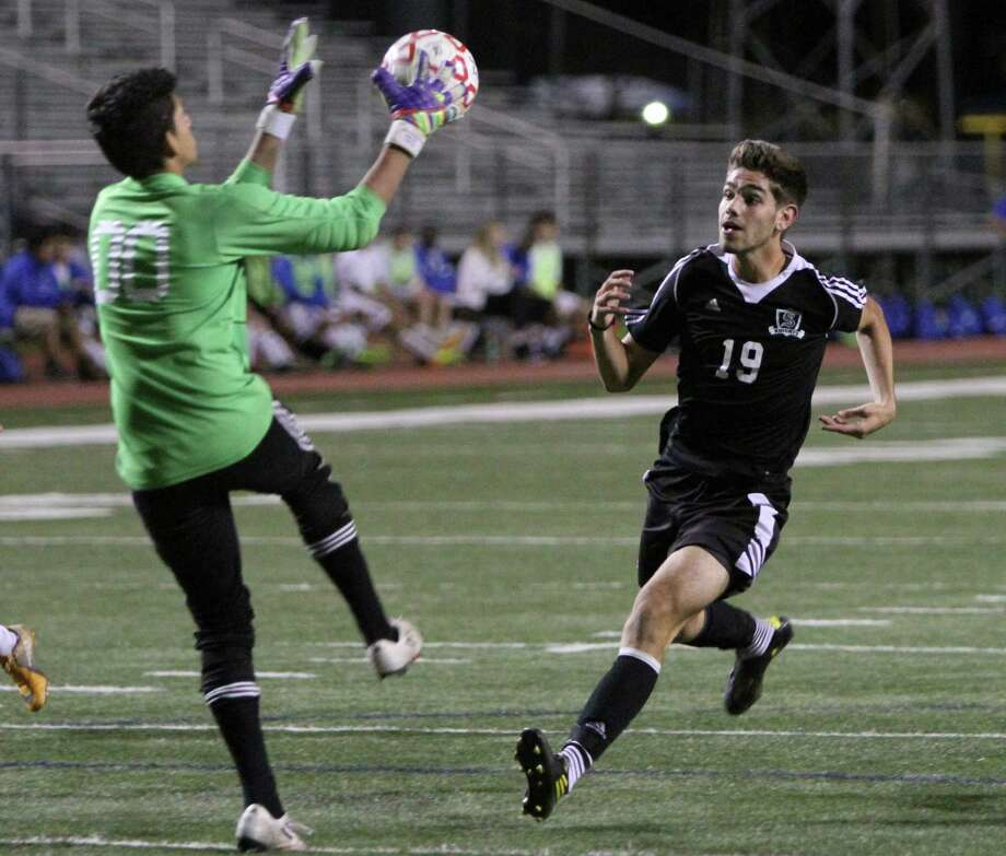 MacArthur goalkeeper Jose Barragan (00) snags a ball just out of the reach of Steele's Benjamin Gomez (18) during Friday playoff action that saw MacArthur eliminate Steele, 1-0. Photo: Greg Bell / For The Northeast Herald
