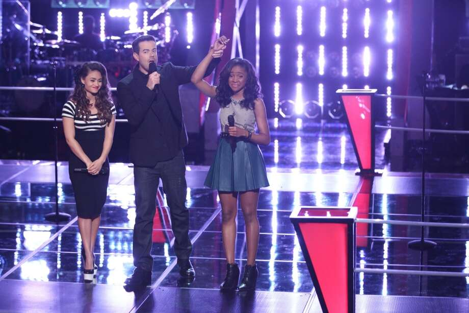 "Ddendyl Hoyt, Carson Daly, and Deja Hall on ""The Voice."" Photo: Tyler Golden/NBC, NBCU Photo Bank Via Getty Images"