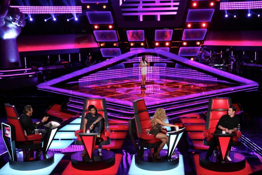 "Judges Blake Shelton, Usher, Shakira and Adam Levine listens as Deja Hall performs on ""The Voice."" Photo: Tyler Golden/NBC, NBCU Photo Bank Via Getty Images"