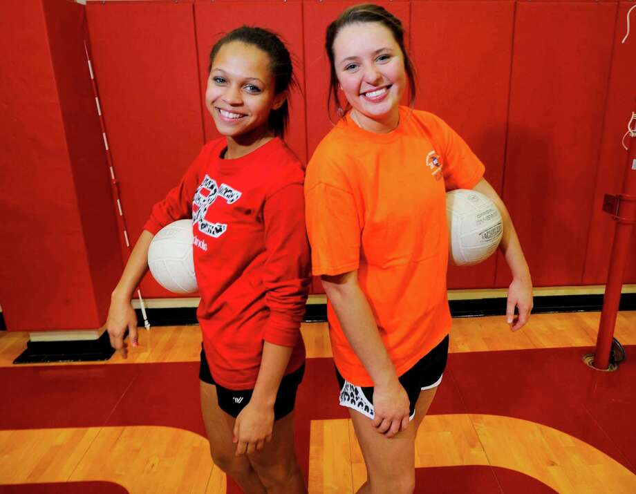 Bridge City has one of the best girls volleyball teams in the area. Senior Brooklyn Hogden, right, and freshman Alexus Henry are the two pillars of the team this year. Thursday, October 20, 2011.  Valentino Mauricio/The Enterprise Photo: Valentino Mauricio