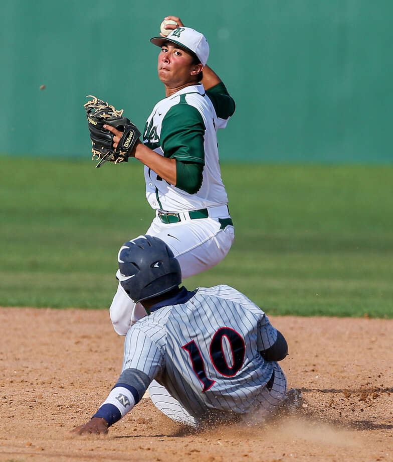 Reagan's Drew Brooks, top, sets to throw after forcing out Roosevelt's Charley Hayes last week. Photo: Marvin Pfeiffer / Stone Oak Weekly / Express-News 2014