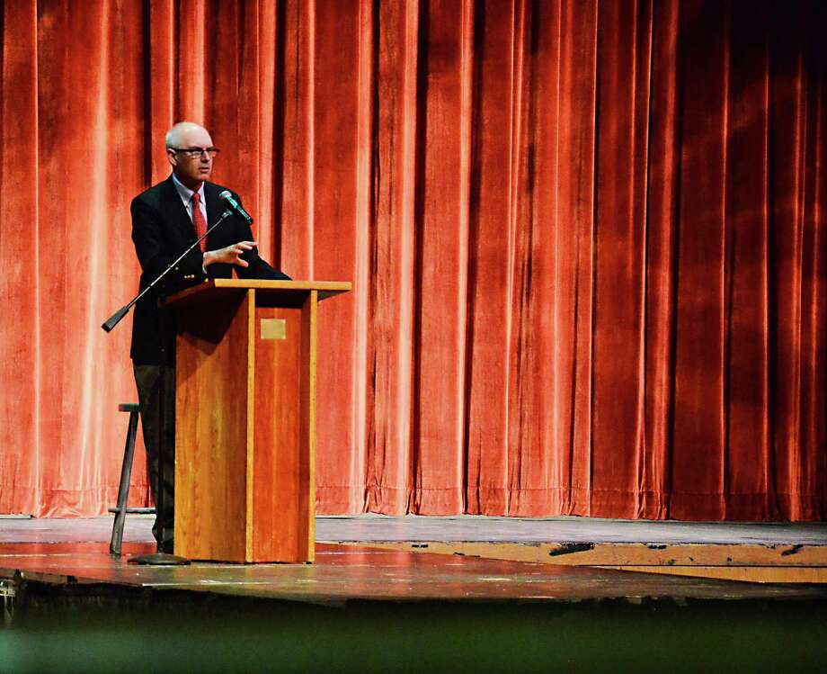 "Best-selling author Nathaniel Philbrick addresses a crowd of more than 600 people at the New Canaan High School auditorium Friday, April 4, 2014. Philbrick spoke about his book ""In the Heart of the Sea,"" which was the New Canaan Library's choice for the inaugural One Book New Canaan. Photo: Nelson Oliveira / New Canaan News"