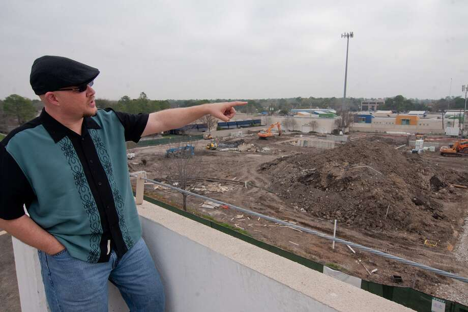 Country Playhouse president John Paul Stevenson gestures to where the multilevel Queensbury Theatre will be built near City Centre. Stevenson, who is the Houston Rockets public address announcer, says the planned facility will include a 250-seat main stage and a black box theater. Photo: R. Clayton McKee, Freelance / © R. Clayton McKee
