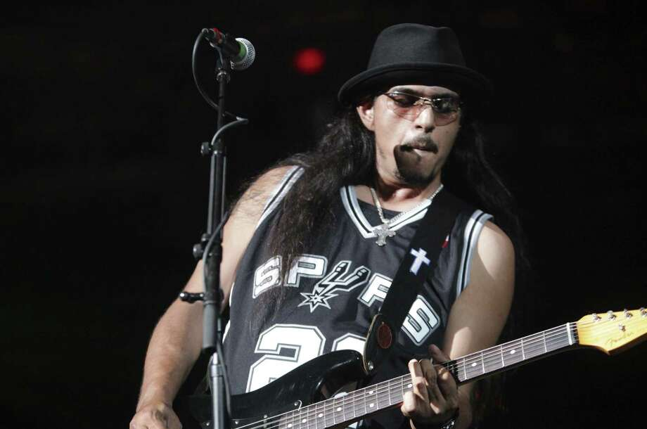 Henry Garza and the Los Lonely Boys, performing before a Spurs game, are the buzz this year. Photo: Express-News File Photo / © San Antonio Express-News