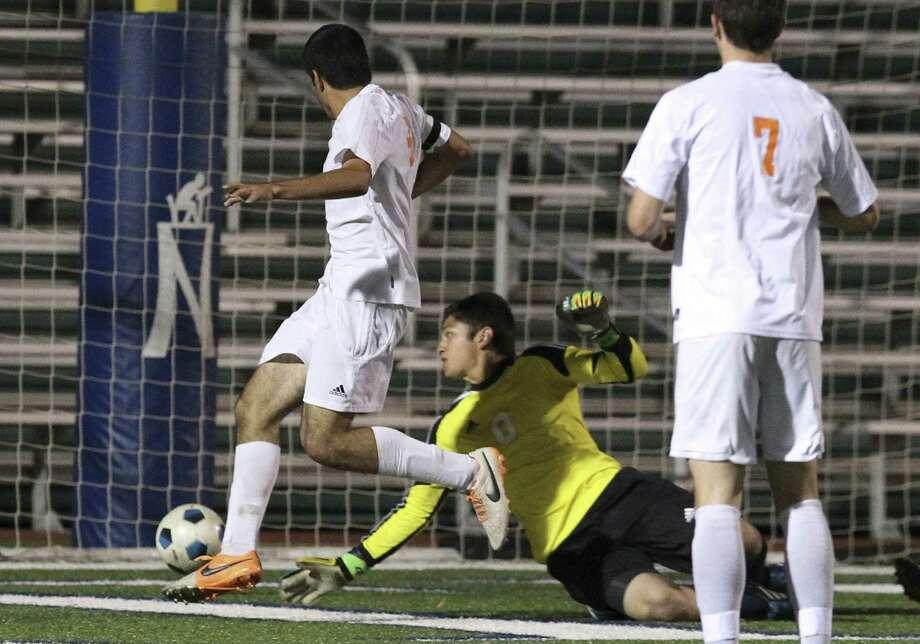 Brandeis' Patricio Botello (left) taps in a rebound on O'Connor goalkeeper Christian Chavez in a Region IV-5A quarterfinal. Photo: Kin Man Hui / San Antonio Express-News / ©2014 San Antonio Express-News