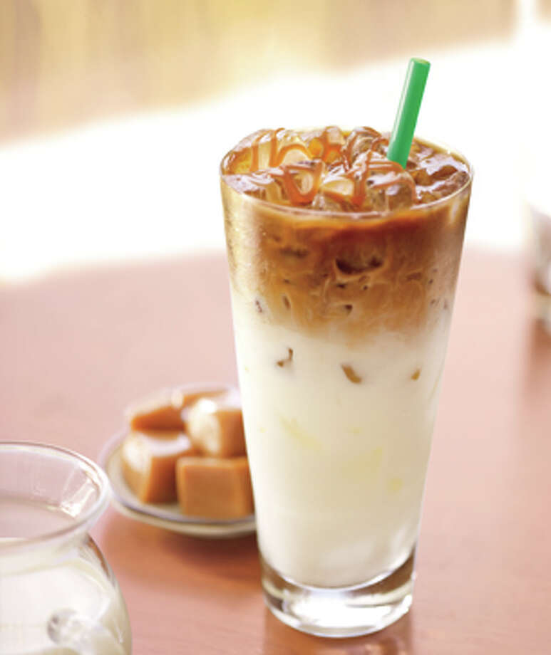 Phoenix: Iced caramel macchiato Photo: Armstrong Photo, © Starbucks Coffee Company. All Rights Reserved. / © Starbucks Coffee Company. All rights reserved.