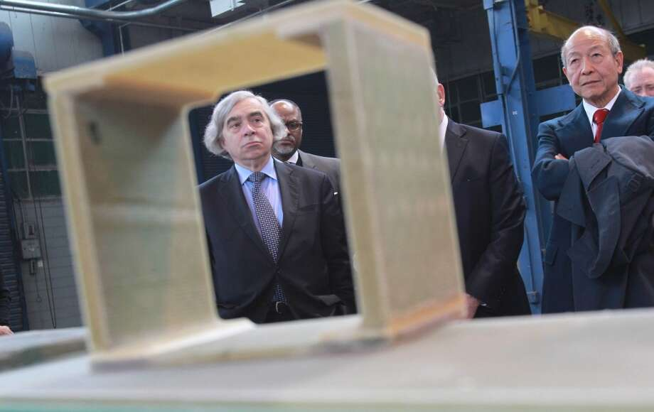 U.S. Energy Secretary Ernest Moniz (left) visits the National Wind Energy Center at the University of Houston's Energy Research Park in March 2014. Photo: Mayra Beltran, Houston Chronicle