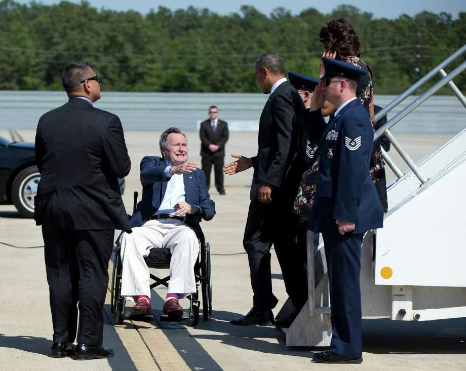 Former President George H.W. Bush welcomes President Obama and first lady Michelle Obama at George Bush Intercontinental Airport. Photo: Carolyn Kaster, Associated Press / AP