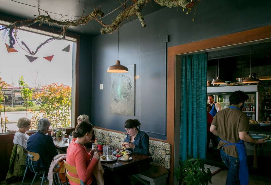 Diners enjoy lunch at Wishbone in Petaluma. Photo: John Storey, Special To The Chronicle