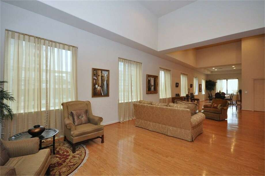 914 Main, unit 1109: $1,390,000 / ONLINE_YES